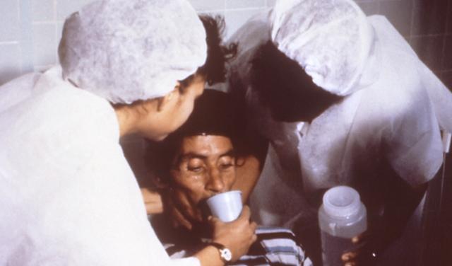 Cholera_rehydration_nurses.jpg