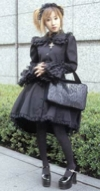 2002_07_gothiclolita_mp