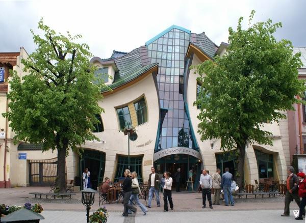 Wikipedia Commons F F6 Krzywy Domek W Sopocie