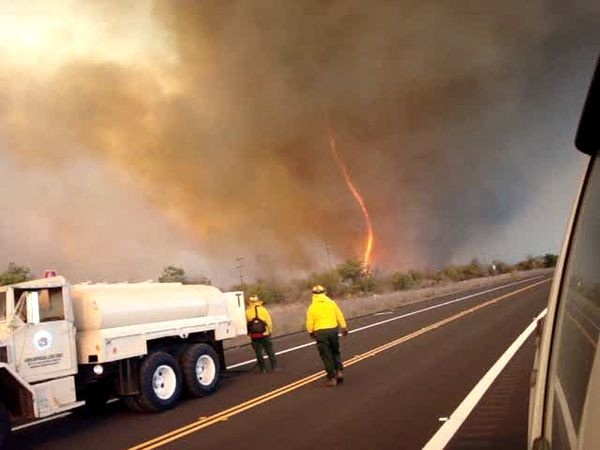 Wpf Media-Live Photos 000 255 Cache Fire-Tornadoes-Burnado-Hawaii 25569 600X450