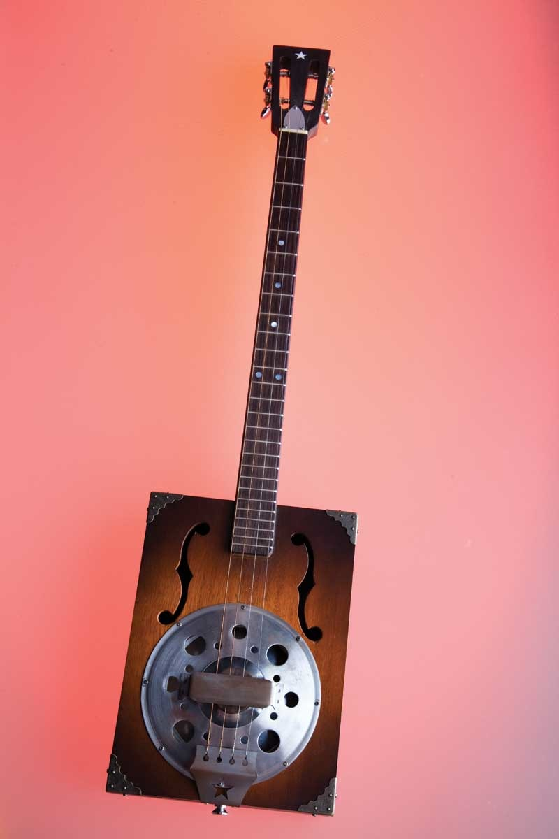 cigar box guitars book photo gallery boing boing. Black Bedroom Furniture Sets. Home Design Ideas