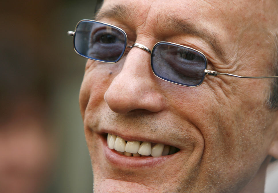 Robin Gibb 1/3 Of The Bee Gees Has Died Cancer At 62