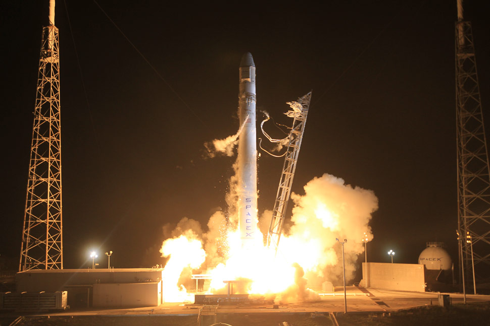 SpaceX Falcon 9/Dragon launch succeeds: first commercial ...