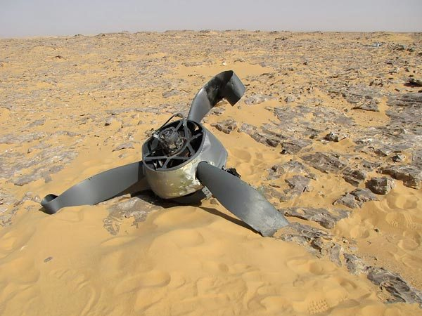 Wpf Media-Live Photos 000 538 Overrides Lost-Ww2-Fighter-Plane-Found-Desert-Egypt-Propellor 53834 600X450