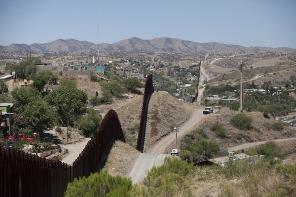 View of the U.S.-Mexico border is seen in Nogales, Arizona May 22, 2014. (Photo : Reuters)
