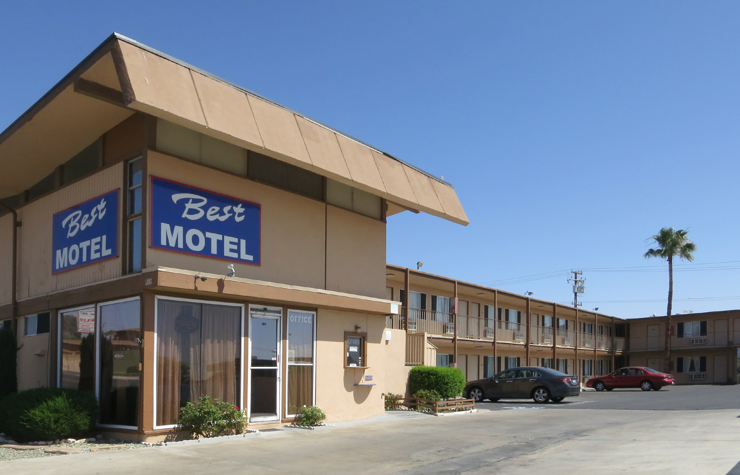 The sad old motels of Barstow, California - Boing Boing