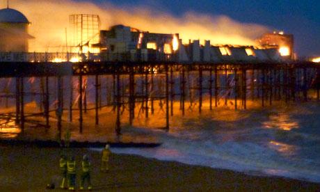 Hastings-pier-in-flames-006