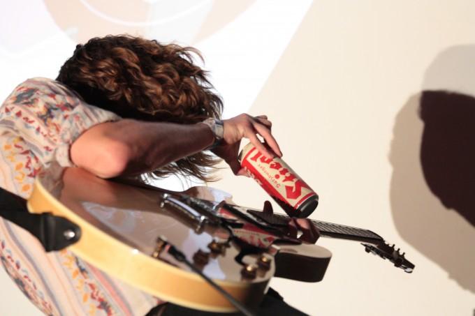 A Steigl becomes a guitar slide.
