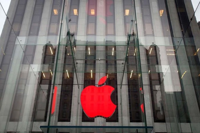 The Apple logo is illuminated in red at the Apple Store on 5th Avenue to mark World AIDS Day, in the Manhattan borough of New York December 1, 2014. [Reuters]